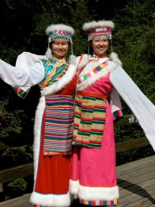 The costumes are beautiful  Tibetan formal ware, but the ladies are from some other part of China, enjoing holidays at Jiuzhaigou.